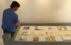 """Galerie de la librairie """"Des livres et nous"""" à Périgueux, mai 2011."""