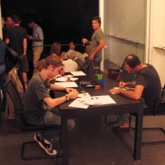Table d'encartage le soir du vernissage le 13 septembre 2011.